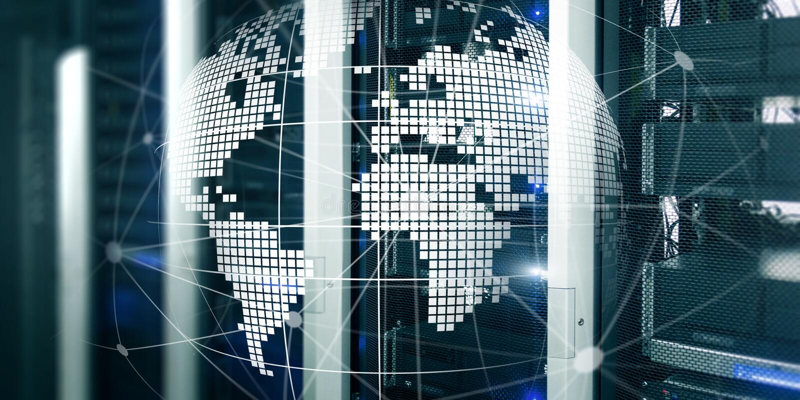 Φουτουριστικό σύγχρονο κέντρο δεδομένων με το ολογραφικό τρισδιάστατο έμβλημα τεχνολογίας πλανήτη Γη Έννοια Διαδικτύου τηλεπικοιν ελεύθερη απεικόνιση δικαιώματος