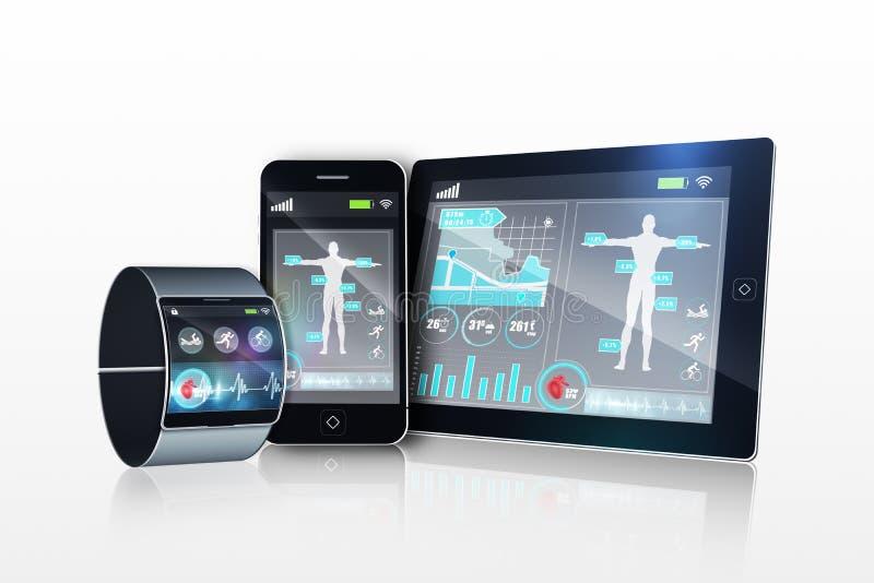 Φουτουριστικό wristwatch με την ταμπλέτα και το smartphone απεικόνιση αποθεμάτων