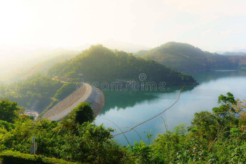 Φράγμα Banglang, Yala, Ταϊλάνδη στο χρόνο, το βουνό και τον ποταμό ημέρας στοκ εικόνες