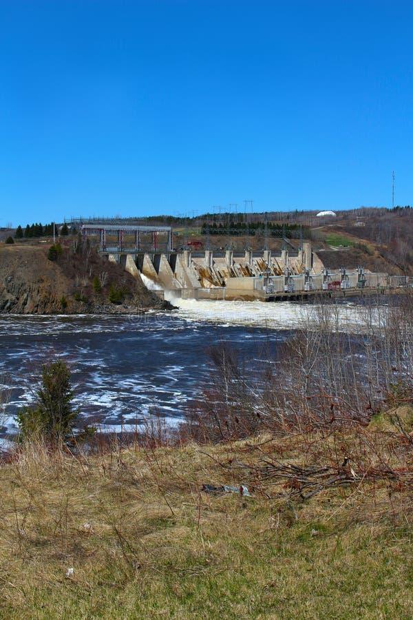 Φράγμα Mactaquac κοντά σε Fredericton Νιού Μπρούνγουικ, Καναδάς στοκ εικόνα
