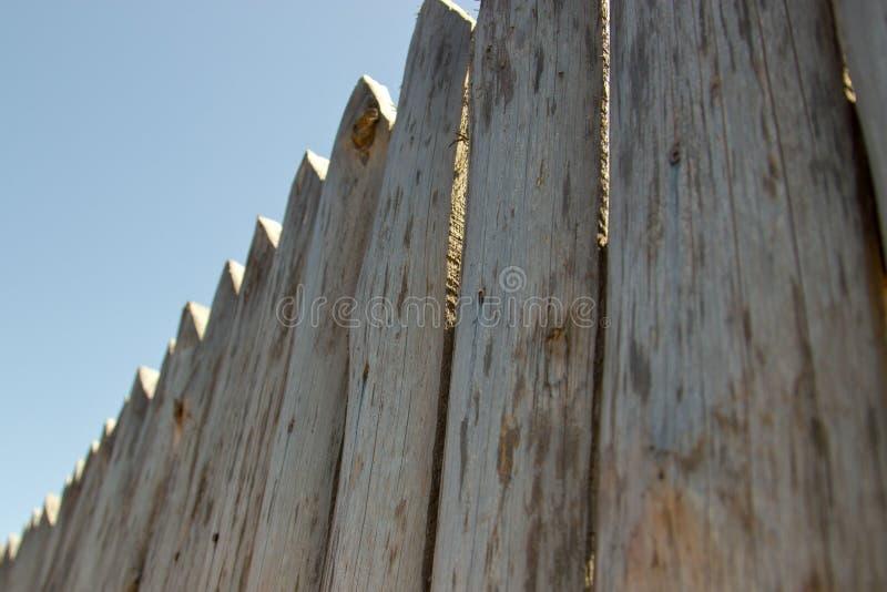 Φράκτης, να χλωμιάσει του ανεπεξέργαστου ξύλου στοκ εικόνες με δικαίωμα ελεύθερης χρήσης