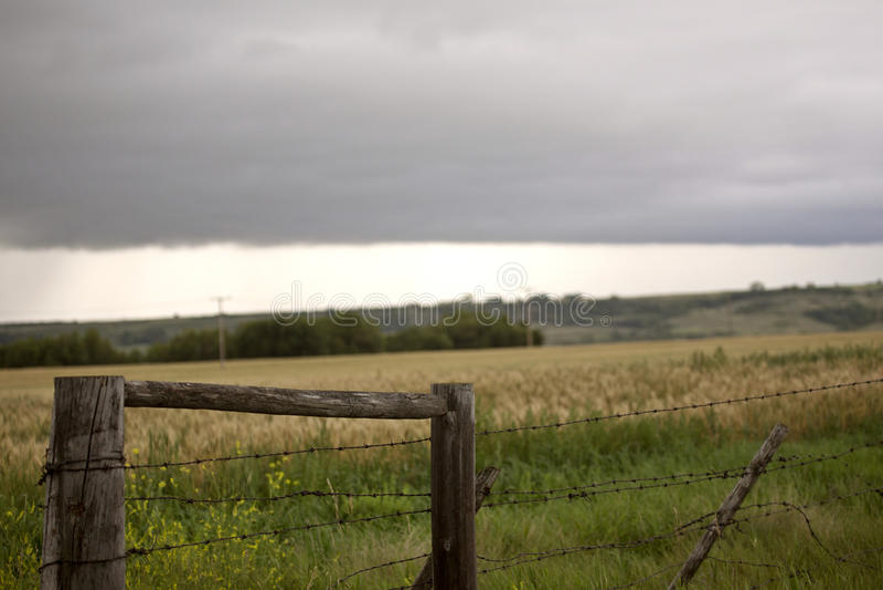 Φράκτης ουρανού λιβαδιών σύννεφων θύελλας στοκ εικόνες