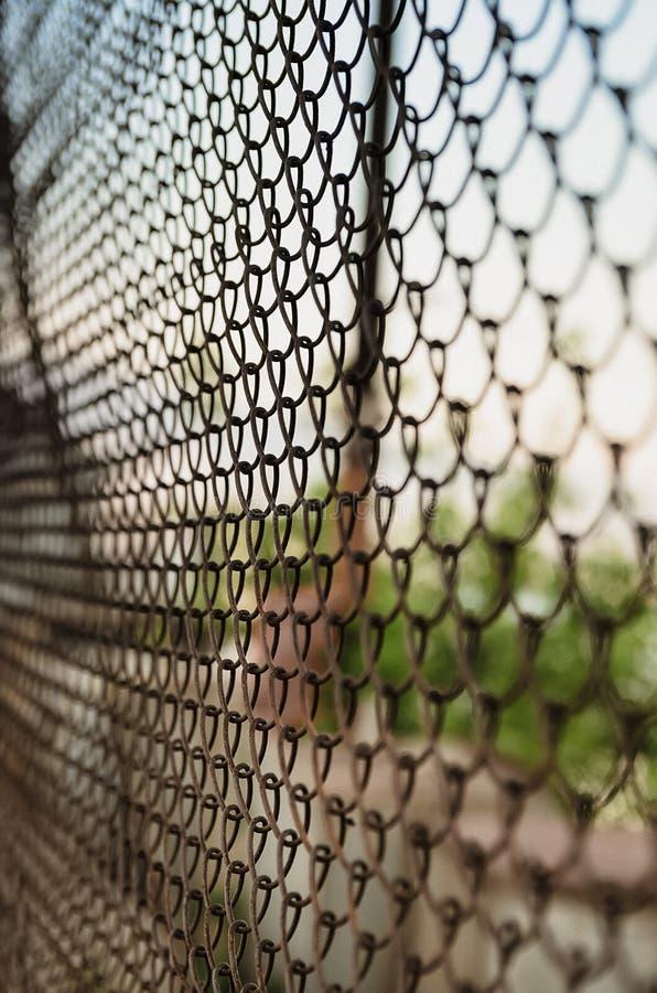 Φράκτης πλέγματος χαλύβδινων συρμάτων στοκ φωτογραφίες