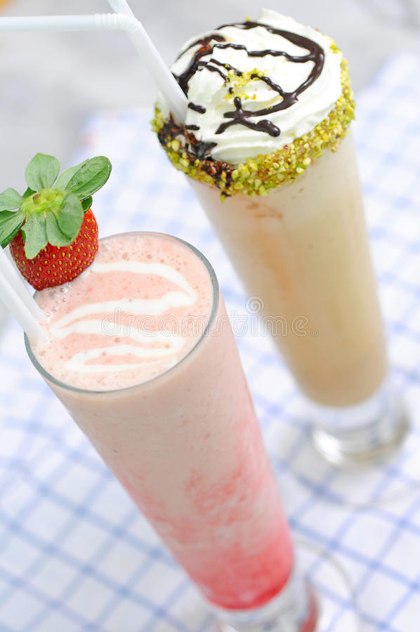 Φράουλα frappe - πράσινο τσάι Matcha στοκ εικόνες