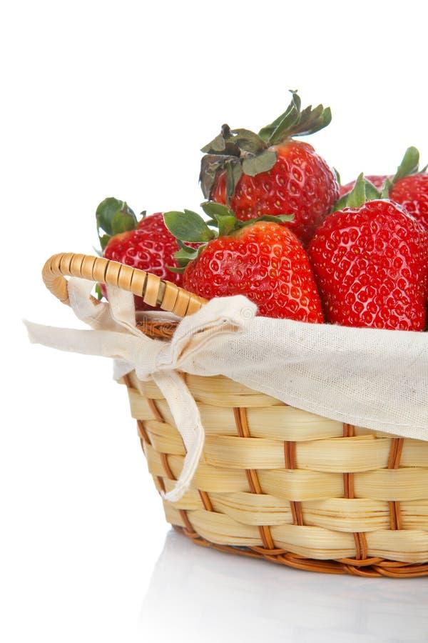 Download φράουλες καλαθιών στοκ εικόνες. εικόνα από φρέσκος, συγκομιδή - 2227736