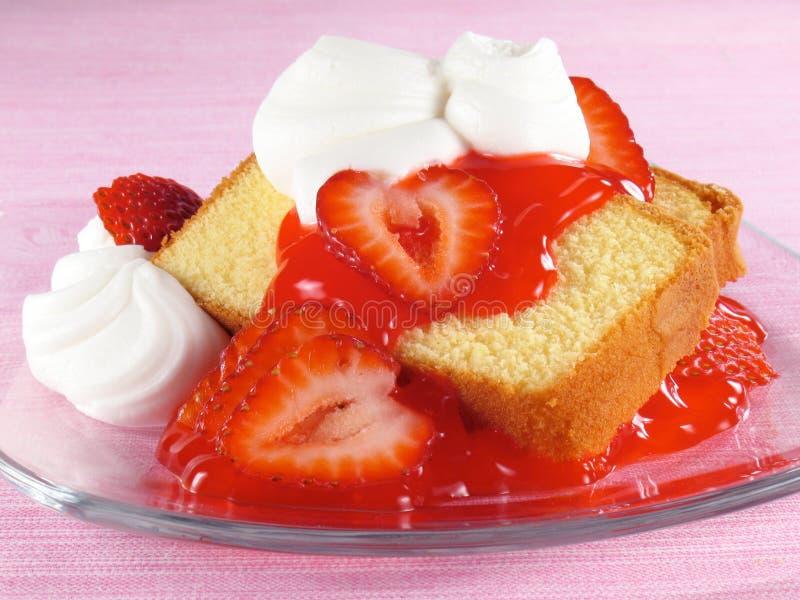 φράουλες λιβρών κρέμας κέ&io στοκ φωτογραφίες