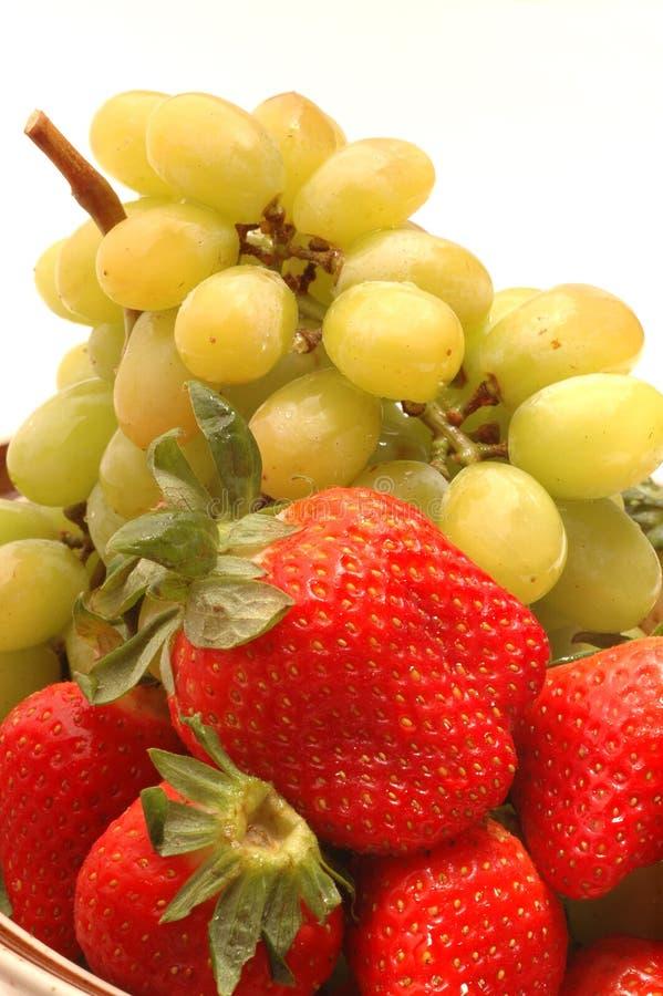 φράουλες σταφυλιών στοκ φωτογραφίες με δικαίωμα ελεύθερης χρήσης