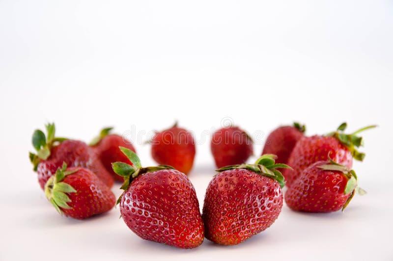 Φράουλες στο λευκό στοκ φωτογραφία με δικαίωμα ελεύθερης χρήσης