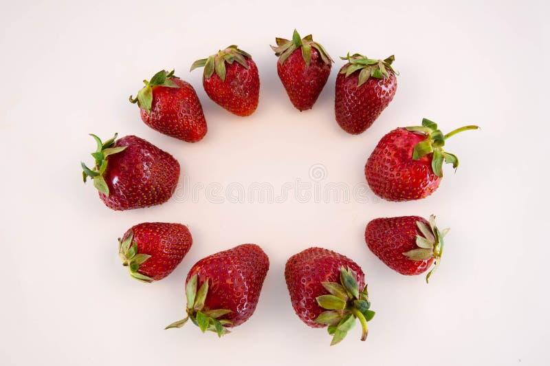 Φράουλες στο λευκό στοκ φωτογραφίες με δικαίωμα ελεύθερης χρήσης