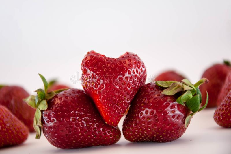 Φράουλες στο λευκό στοκ εικόνα με δικαίωμα ελεύθερης χρήσης