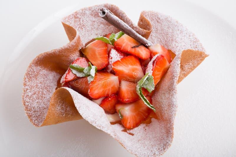 φράουλα επιδορπίων κρέμα&sig στοκ εικόνα με δικαίωμα ελεύθερης χρήσης