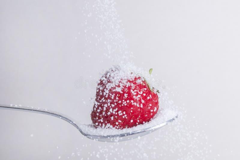 Φράουλα με τη ζάχαρη στοκ εικόνα