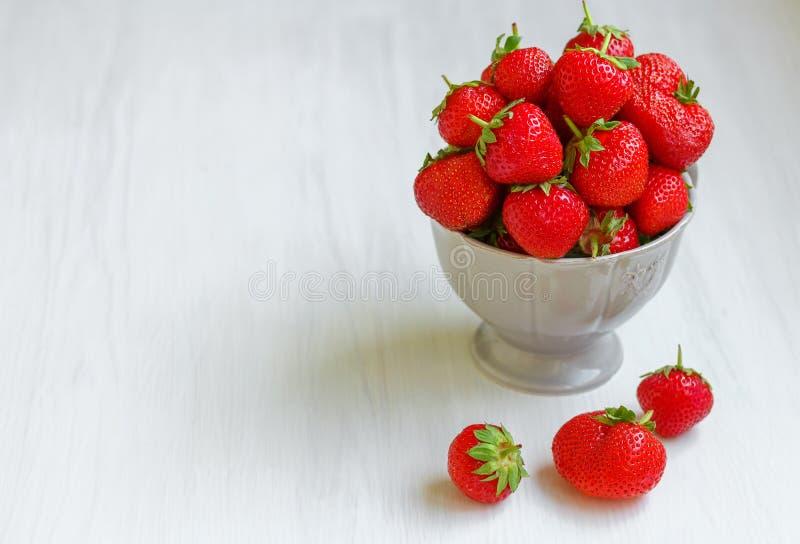 Φράουλα σε ένα κύπελλο στοκ φωτογραφίες με δικαίωμα ελεύθερης χρήσης