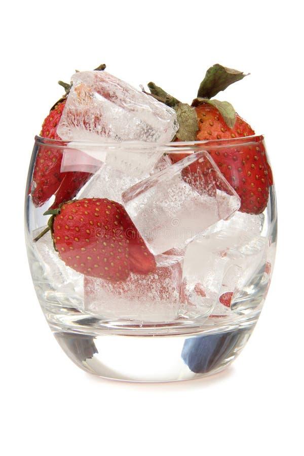 Φράουλες και πάγος στοκ φωτογραφίες