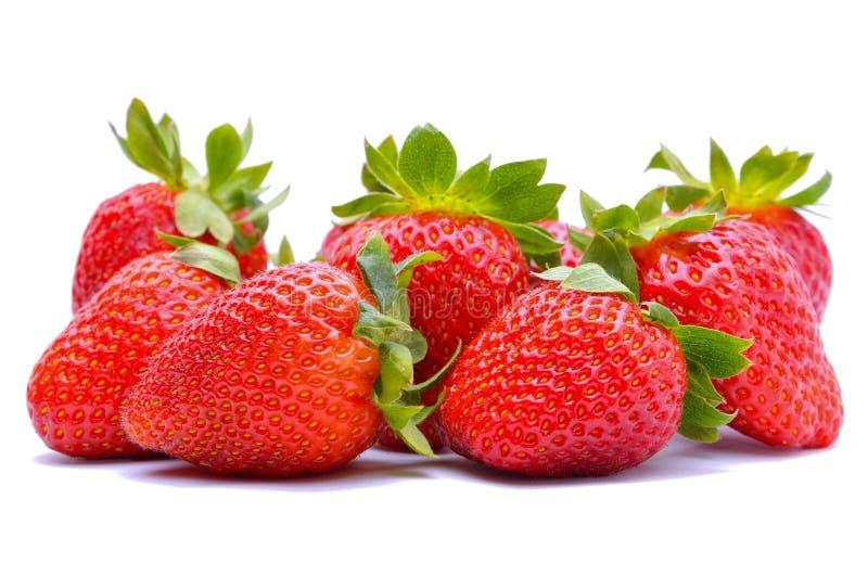 Φράουλες που απομονώνονται στην άσπρη ανασκόπηση στοκ εικόνες