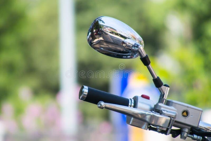 Φρένα χεριών στο ποδήλατο με τον καθρέφτη στοκ εικόνες