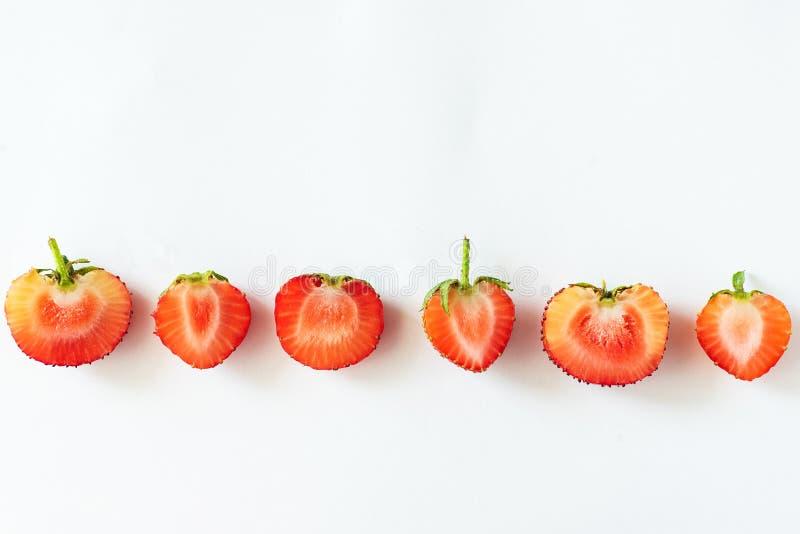 Φρέσκα ακατέργαστα οργανικά εποχιακά μούρα φρούτων στοκ εικόνες