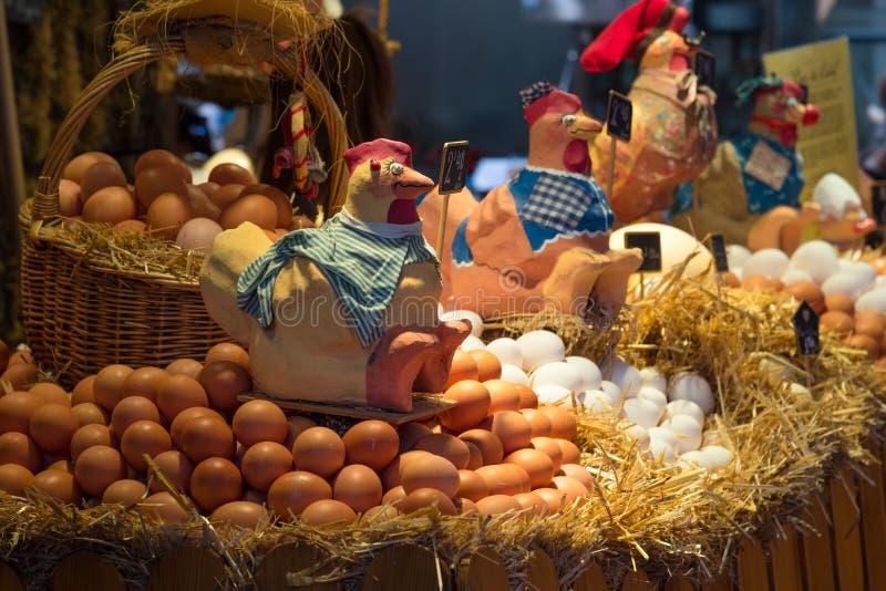 Φρέσκα αυγά για την πώληση στην αγορά αγροτών στοκ εικόνες με δικαίωμα ελεύθερης χρήσης
