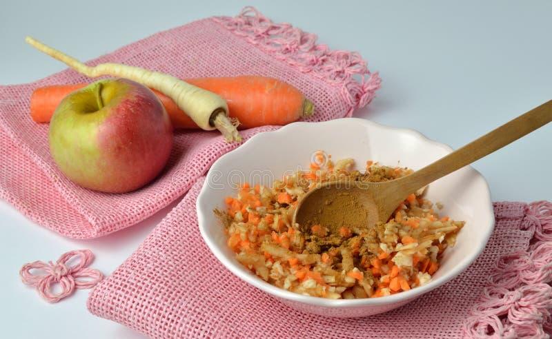 Φρέσκα λαχανικά και μίγμα φρούτων στοκ φωτογραφία