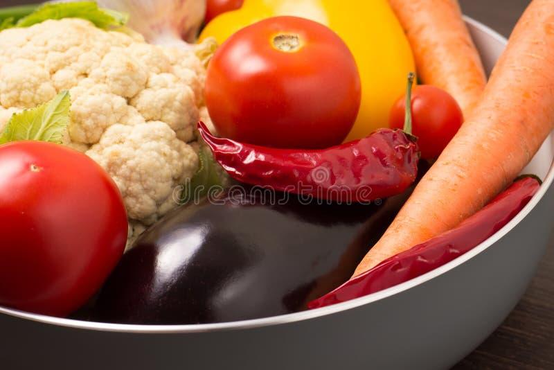 Φρέσκα λαχανικά σε ένα δοχείο στοκ φωτογραφίες με δικαίωμα ελεύθερης χρήσης