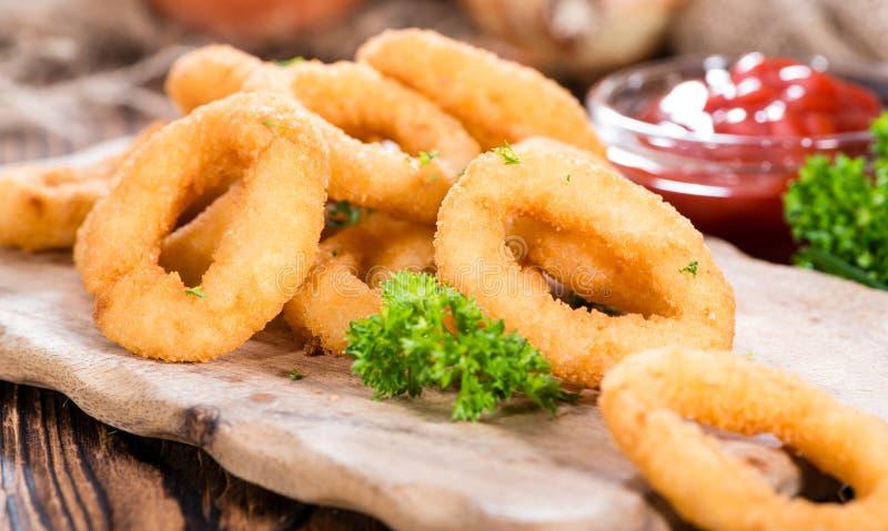 Φρέσκα γίνοντα δαχτυλίδια κρεμμυδιών στοκ φωτογραφία με δικαίωμα ελεύθερης χρήσης