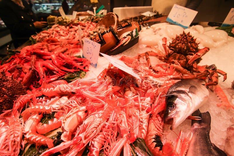 Φρέσκα θαλασσινά στην τοπική αγορά στοκ εικόνες