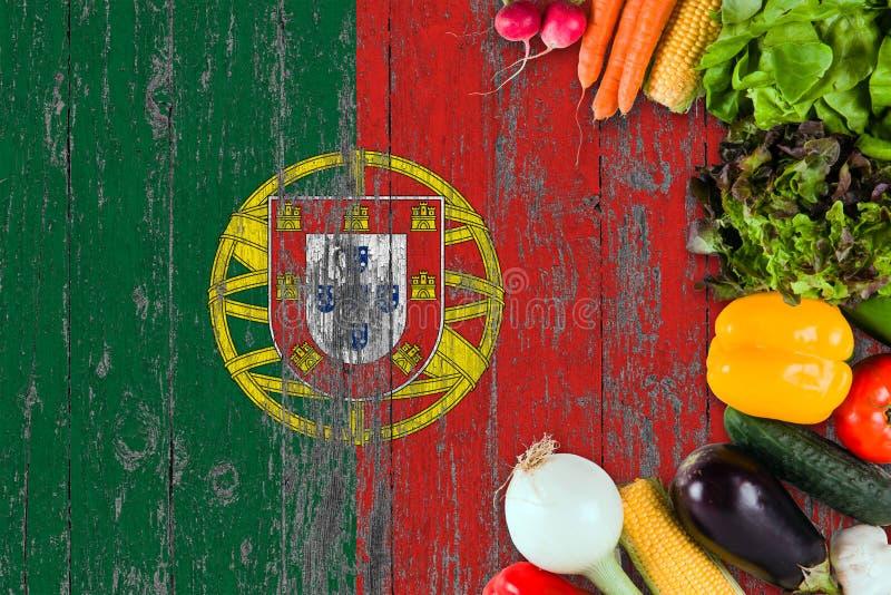 Φρέσκα λαχανικά από την Πορτογαλία στον πίνακα r στοκ εικόνα με δικαίωμα ελεύθερης χρήσης