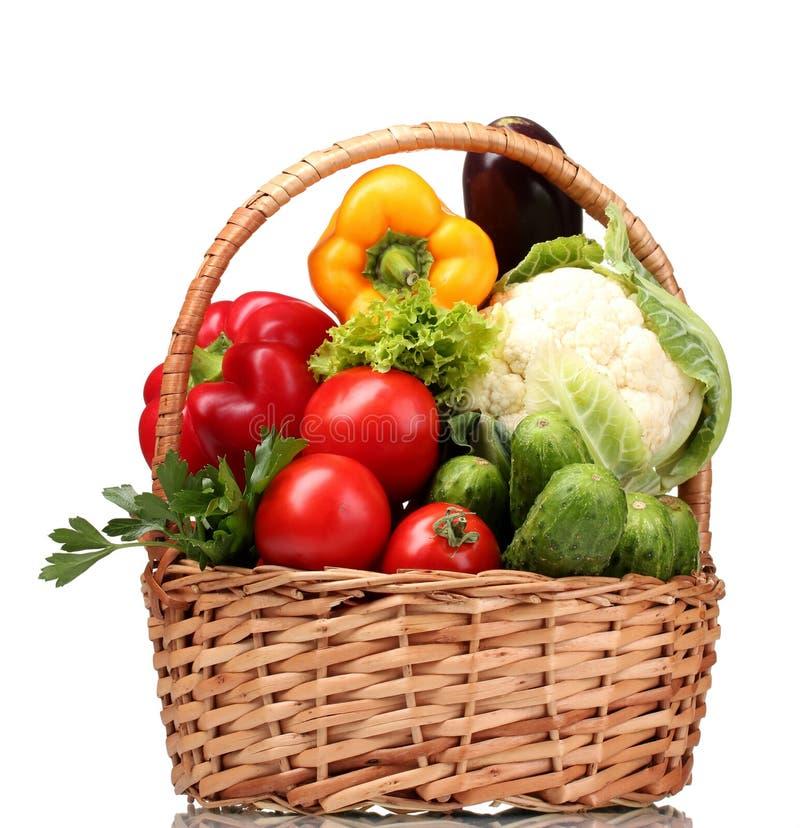 φρέσκα λαχανικά καλαθιών στοκ εικόνες