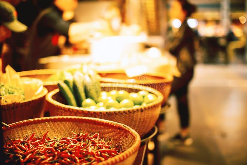 Φρέσκα λαχανικά στο κατάστημα οδών στοκ εικόνες