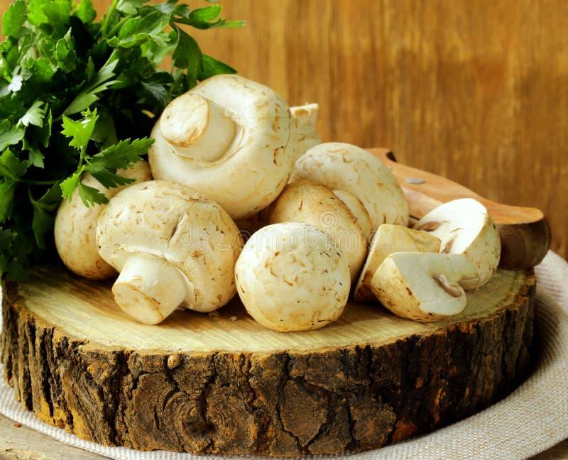 Φρέσκα μανιτάρια (champignons) στοκ εικόνα