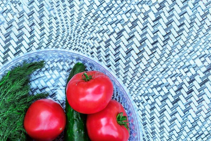 Φρέσκα ντομάτες και πιπέρια σε ένα αφηρημένο υπόβαθρο στοκ φωτογραφίες με δικαίωμα ελεύθερης χρήσης