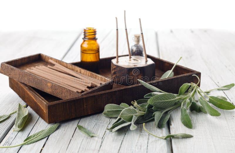 Φρέσκα λογικά φύλλα με τη aromatherapy εξάρτηση SPA στοκ εικόνες