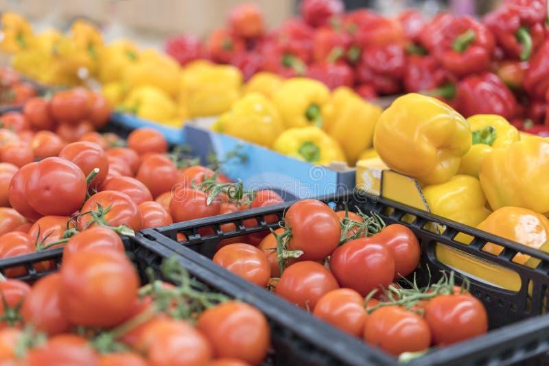 Φρέσκα οργανικά λαχανικά και φρούτα στο ράφι στην υπεραγορά, αγορά αγροτών τρόφιμα έννοιας υγιή Βιταμίνες και ανόργανα άλατα Ντομ στοκ εικόνες