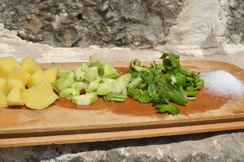 Φρέσκα, οργανικά λαχανικά περικοπών στοκ φωτογραφία