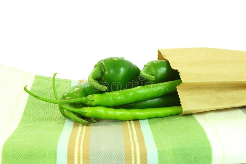Φρέσκα πιπέρια τσίλι στην τσάντα στοκ εικόνα με δικαίωμα ελεύθερης χρήσης