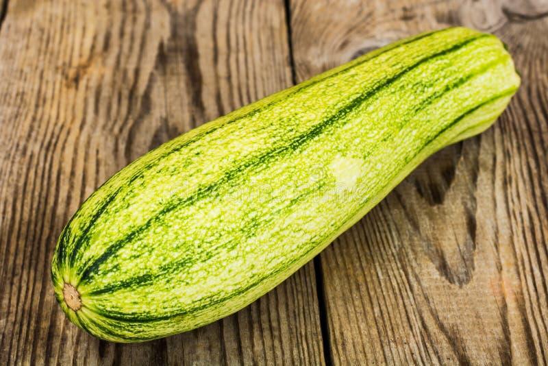 φρέσκα πράσινα κολοκύθια στοκ εικόνα με δικαίωμα ελεύθερης χρήσης