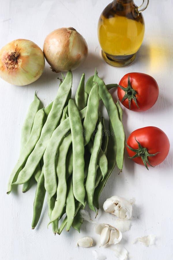 Φρέσκα πράσινα συστατικά γεύματος φασολιών, τουρκικά παραδοσιακά τρόφιμα στοκ εικόνες