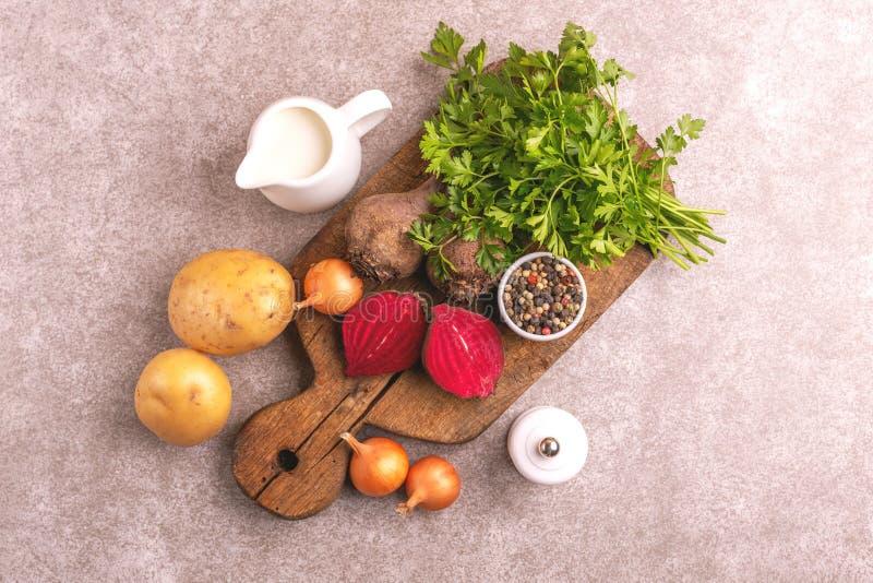 Φρέσκα συστατικά για τη νόστιμη πολτοποιημένη σούπα παντζαριών τρόφιμα υγιή στοκ φωτογραφία με δικαίωμα ελεύθερης χρήσης