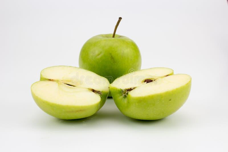 Φρέσκα υγιή μήλα στον πίνακα στοκ εικόνα με δικαίωμα ελεύθερης χρήσης