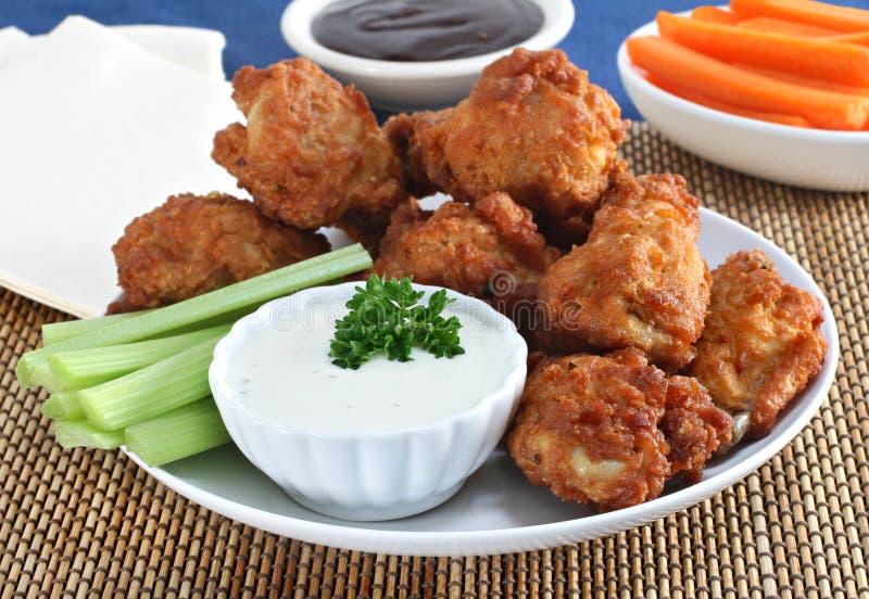 φρέσκα φτερά λαχανικών σάλτ στοκ εικόνες