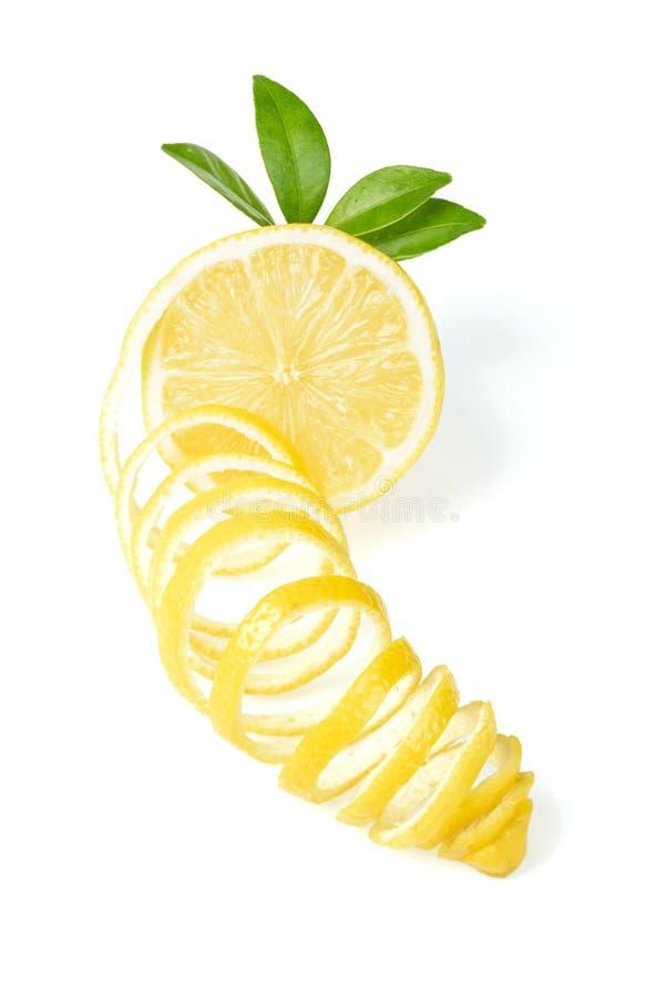 Φρέσκες λεμόνι και φλούδα λεμονιών στοκ εικόνες
