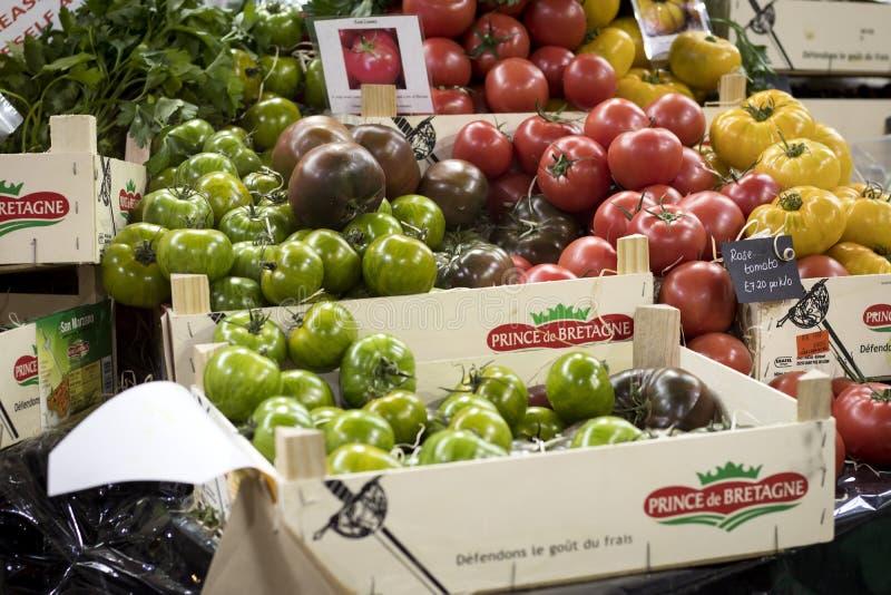 Φρέσκες οργανικές ντομάτες κερασιών στην αγορά αγροτών στην Κατάνια Σικελία στοκ εικόνα με δικαίωμα ελεύθερης χρήσης