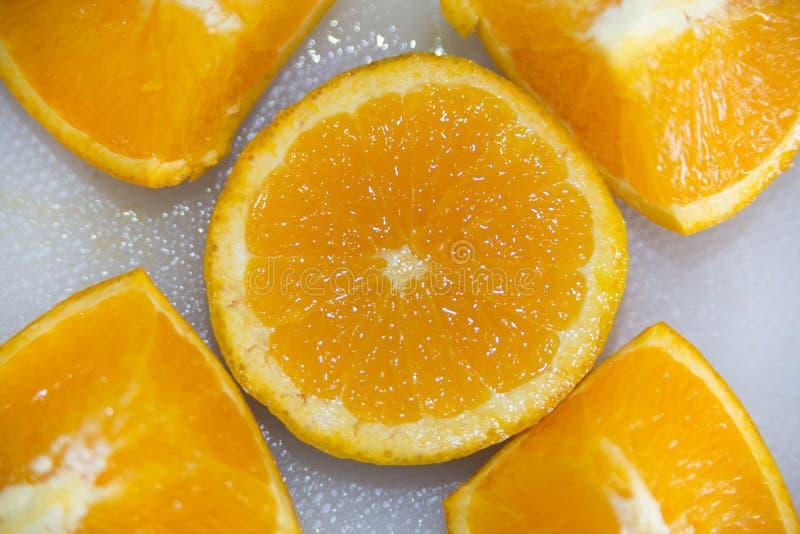 Φρέσκες πορτοκαλιές φέτες και τμήματα στοκ εικόνες με δικαίωμα ελεύθερης χρήσης