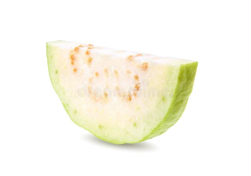 Φρέσκες φέτες φρούτων γκοϋαβών που απομονώνονται στο άσπρο υπόβαθρο στοκ φωτογραφία