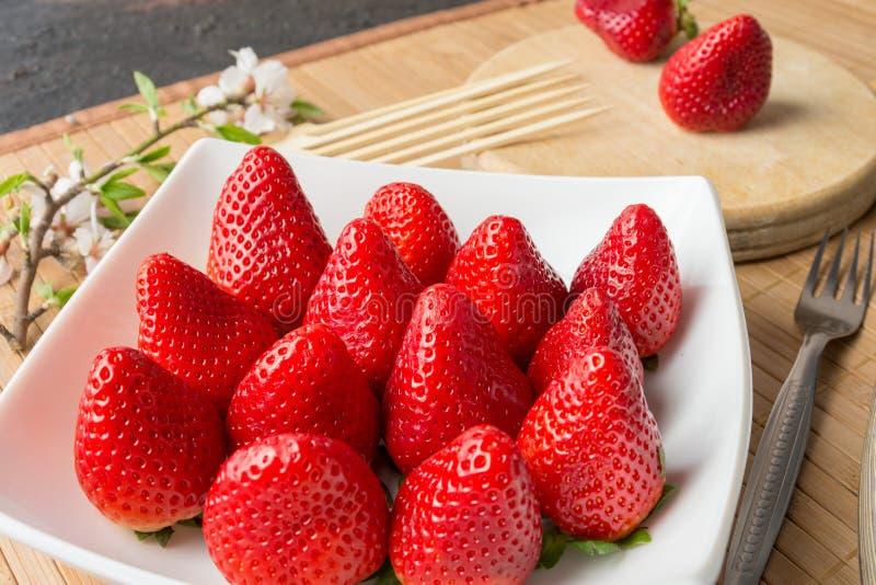 Φρέσκες φράουλες του χρόνου στοκ εικόνες με δικαίωμα ελεύθερης χρήσης