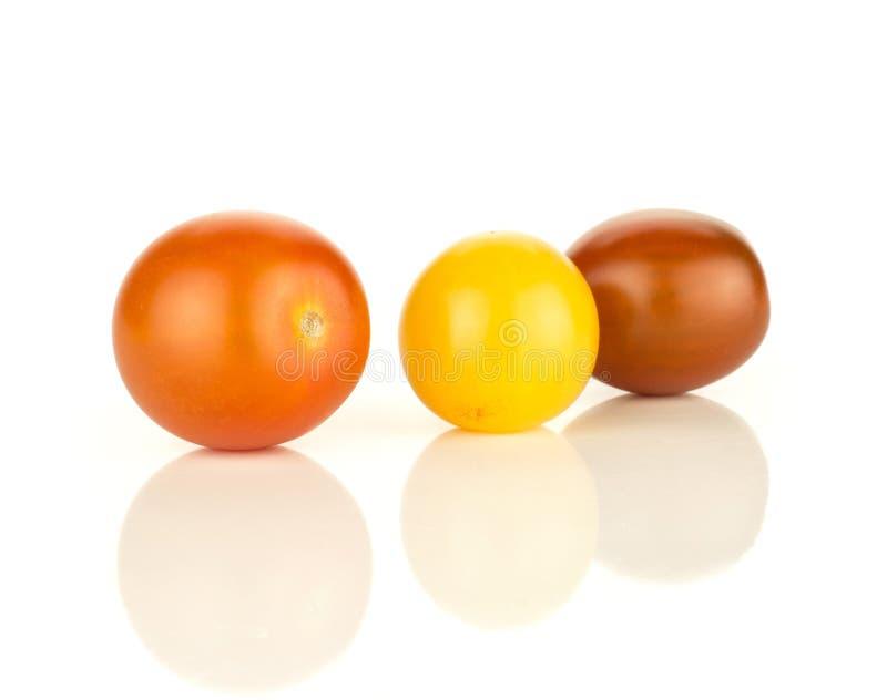 Φρέσκια μικτή ντομάτα κερασιών χρώματος που απομονώνεται στο λευκό στοκ εικόνα με δικαίωμα ελεύθερης χρήσης