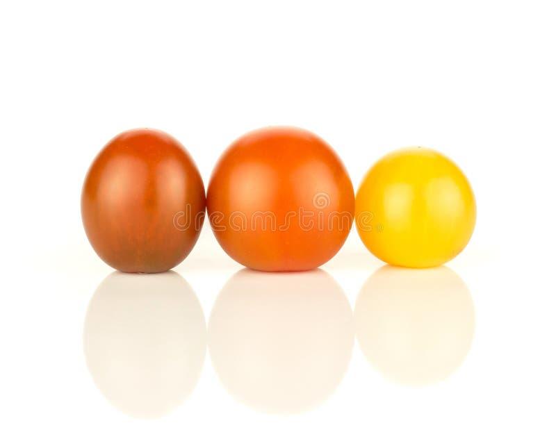 Φρέσκια μικτή ντομάτα κερασιών χρώματος που απομονώνεται στο λευκό στοκ φωτογραφία με δικαίωμα ελεύθερης χρήσης