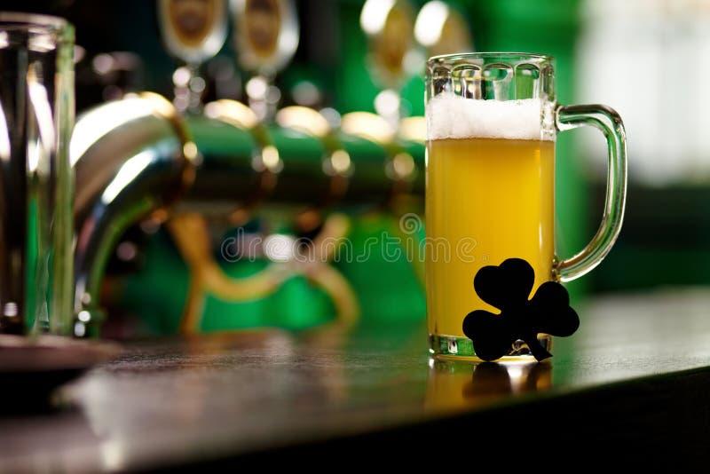 Φρέσκια μπύρα στοκ εικόνα με δικαίωμα ελεύθερης χρήσης