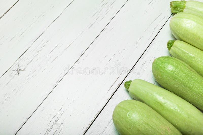 Φρέσκια πράσινη κολοκύνθη κολοκυθιών r στοκ εικόνα με δικαίωμα ελεύθερης χρήσης