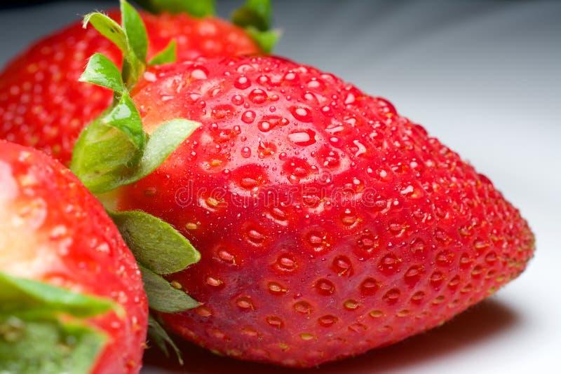 Φρέσκια φράουλα για τη διασκέδαση και την ευχαρίστηση στοκ εικόνες